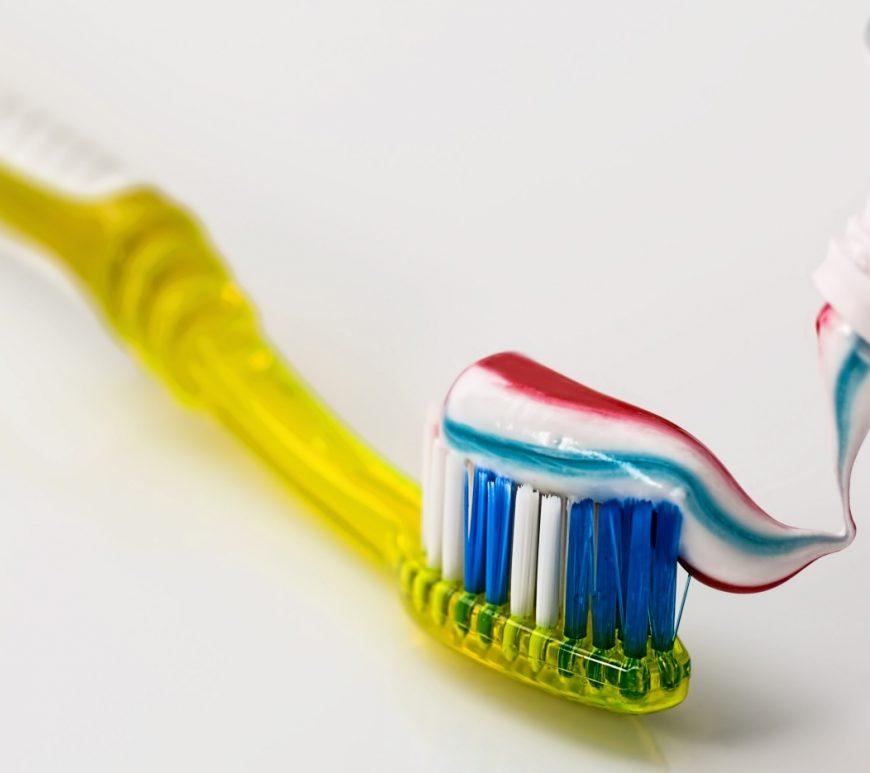 Schön gepflegte Zähne mit der richtigen Zahnpasta