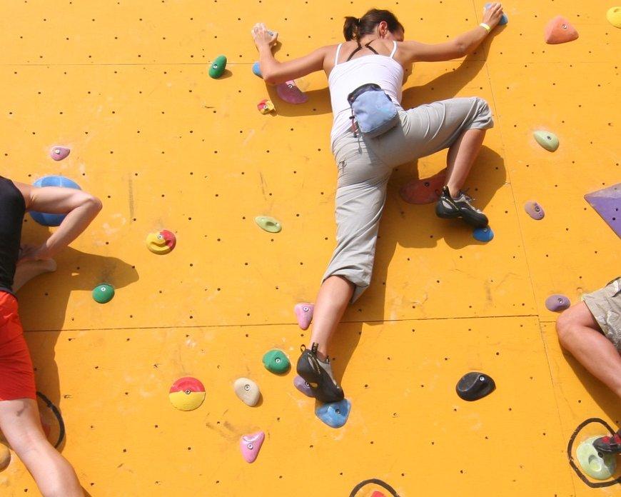 Bouldern – Bewegungsschach an der Kletterwand